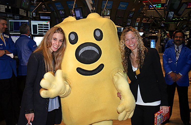 "The animated star of hit Nick Jr. TV series Wow! Wow! Wubbzy!, with Grand Communications' Alison Grand and Jaymie Presberg, brightens up the morning for traders at The New York Stock Exchange after ringing The Opening Bell to celebrate the launch of the ""Wubb Idol"" DVD from Anchor Bay Entertainment"